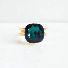 Emerald green crystal square stone ring